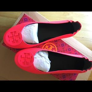 Shoes - NIB Tory Burch Minnie Travel Flat, Neon Pink Sz 8